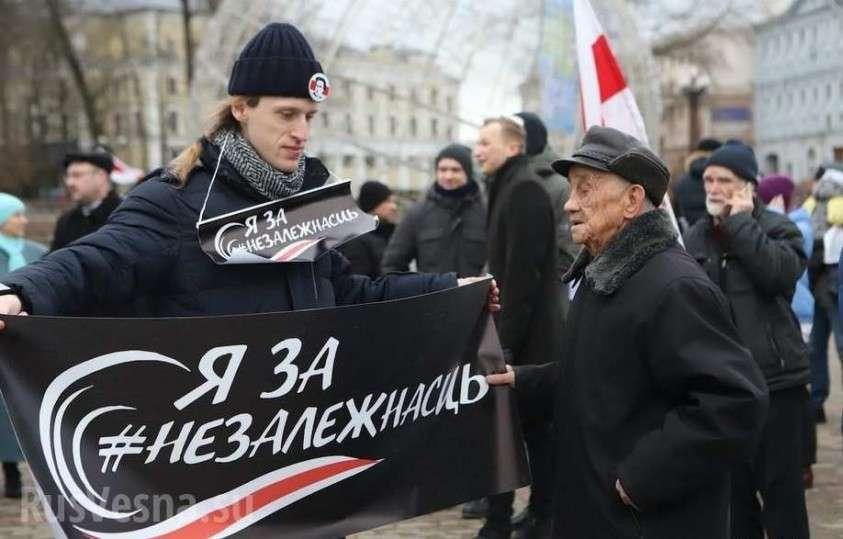 Дедушка жёстко «отбрил» белорусских бандеровцев на митинге оппозиции в Минске (ВИДЕО)