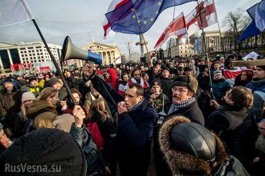 Второй день минского недомайдана: «змагары» идут к посольству России (ФОТО, ВИДЕО)