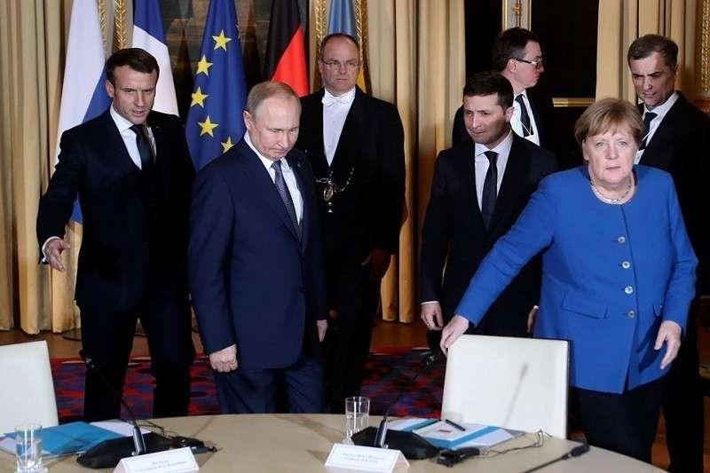 Владимир Путин: А у нас в квартире газ, а у вас?