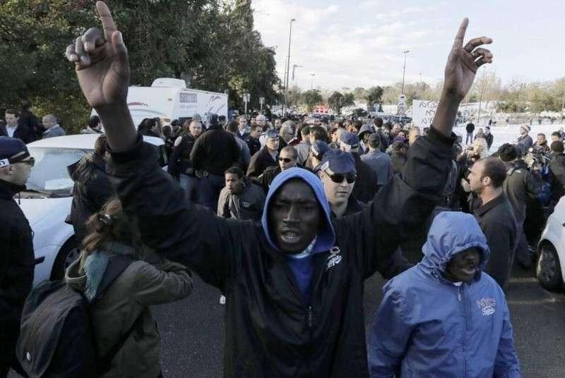 В Германии пенсионера оштрафовали за отказ сдавать квартиру мигранту из Африки