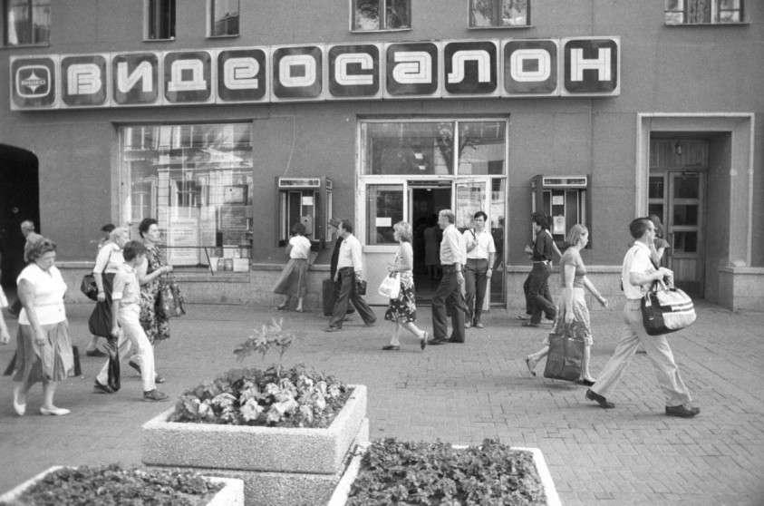 Россия в «святые» 90-е, когда Путин ещё ничего не украл (старые фотки)
