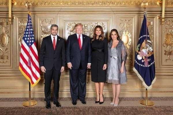 Оказывается, в Белом доме высоких гостей встречает... манекен Трампа и Мелании!