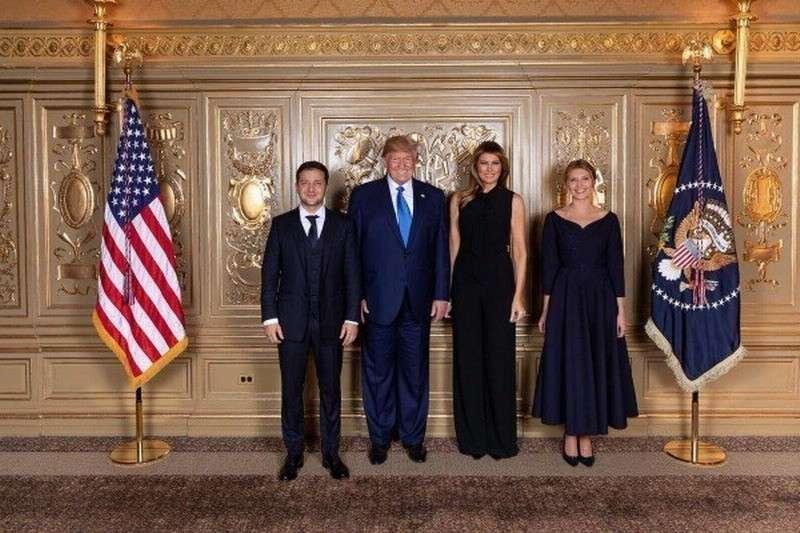 Прикол дня. В Белом доме высоких гостей встречает... манекен Дональда и Мелании Трамп!