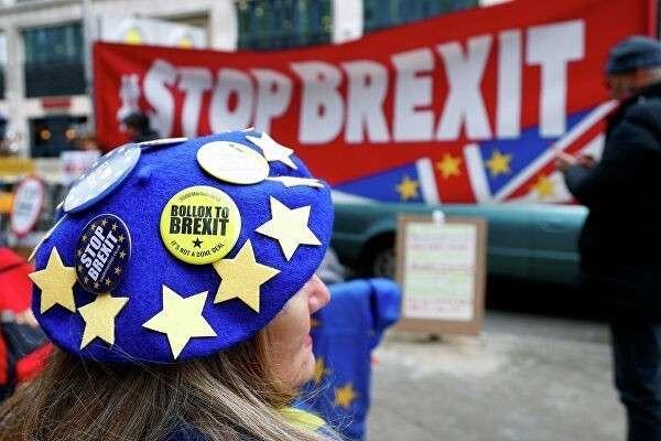 Волосатая рука Москвы подтолкнула Джонсона к Brexit но не совсем