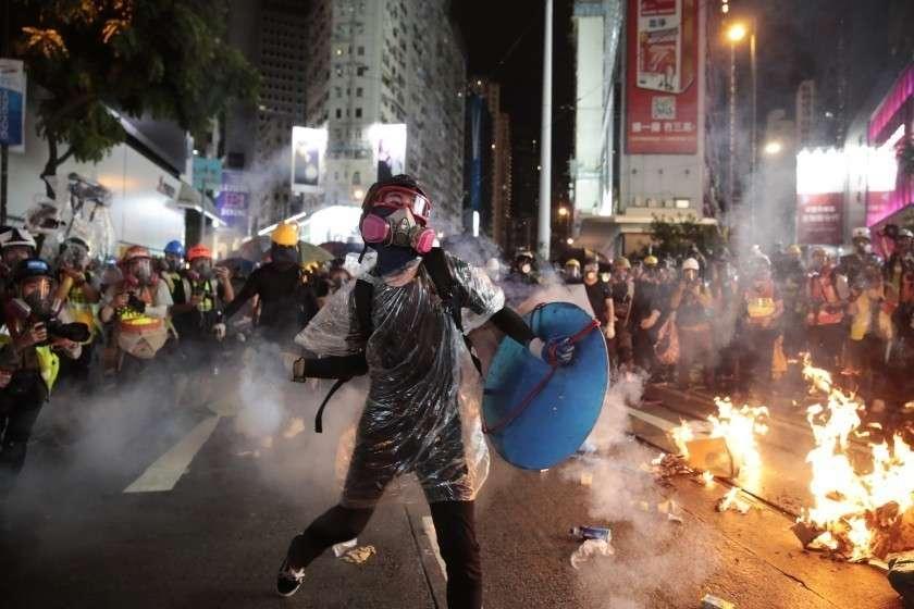 Россия оказалась на периферии цветных революций и протестов