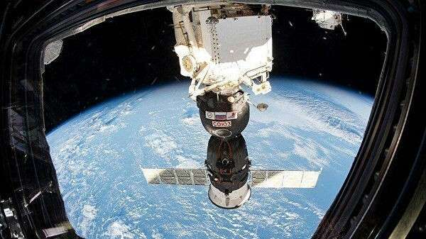 Корабль Союз МС-12, пристыкованный к МКС