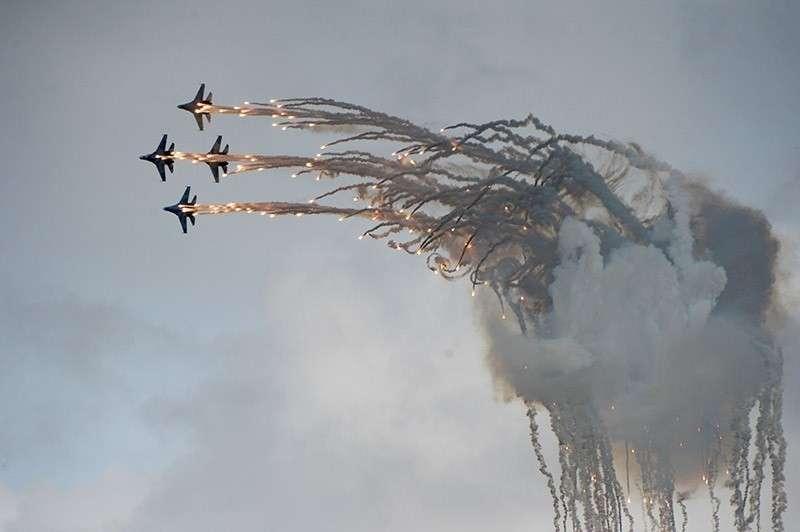 Как военные летчики ВКС России обманывают летящие в них вражеские ракеты
