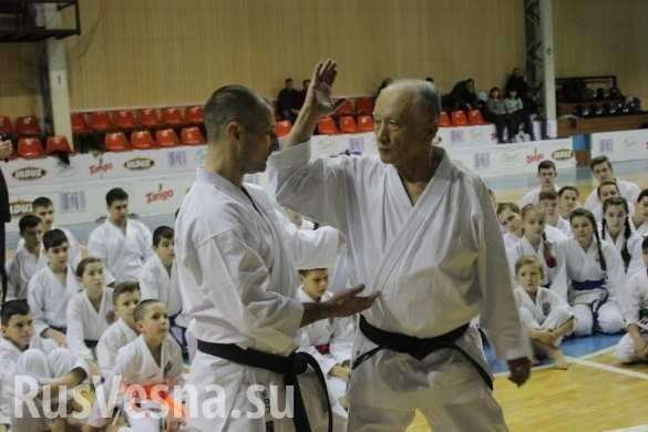 «Меня в Донецк звало сердце», – в ДНР из Японии приехал сенсей карате Такенори Танака