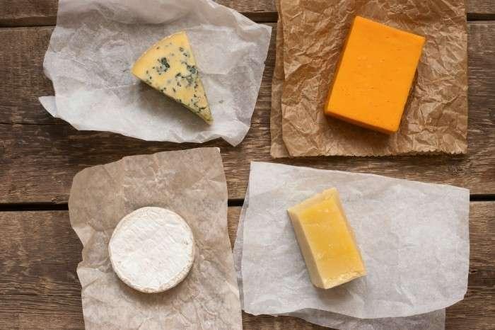 Несмотря на распространенное мнение об обратном, сыр может долго храниться в холодильнике. /Фото: svekrovi.net