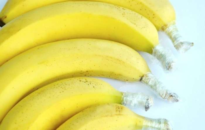 Немножко фольги или пленки, капелька мастерства и бананы пролежат на кухне минимум неделю. /Фото: otdyhayem.files.wordpress.com