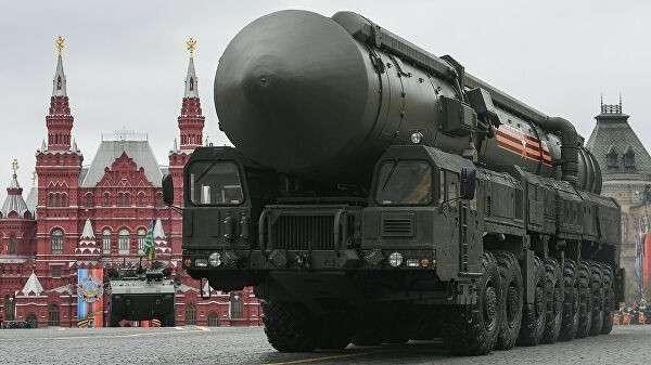 Подвижный грунтовый ракетный комплекс (ПГРК) Ярс с РС-24 на военном параде, посвященном 72-й годовщине Победы в Великой Отечественной войне 1941-1945 годов