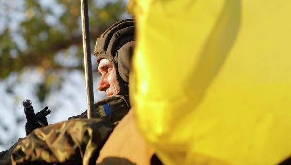 Солдат украинской армии недалеко от Мариуполя. Архивное фото