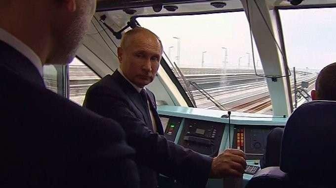 Открыто железнодорожное движение по Крымскому мосту