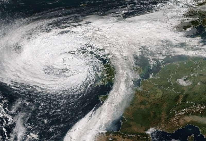 На Францию, Испанию и Португалию обрушился ураган «Фабиен»