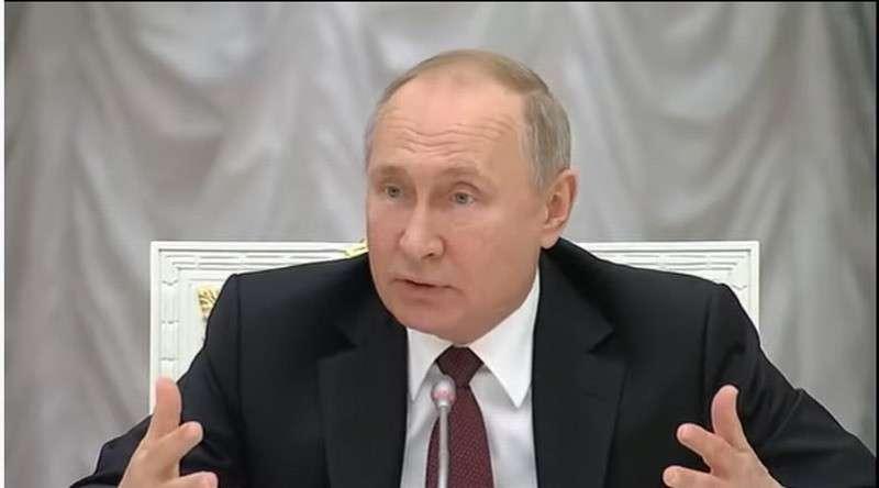 Путин устроил разнос Гордееву за его доклад: «Людям это не интересно! Результат какой?»