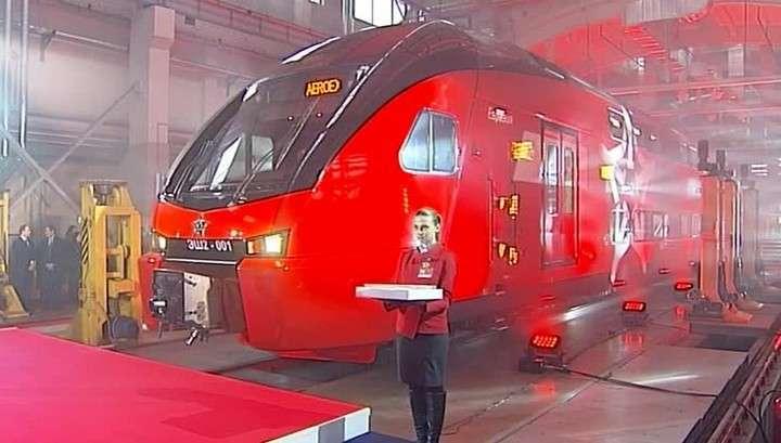 С Белорусского вокзала отправился первый двухэтажный «Аэроэкспресс»