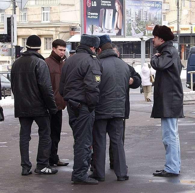 Нелегалы – добыча нечистых на руку участковых, патрульных и других контролеров Фото: Вадим ШЕРСТЕНИКИН