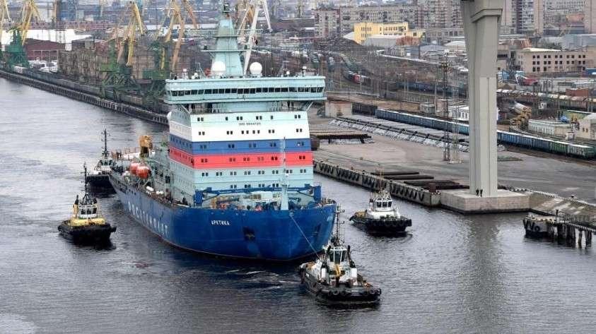 Атомный ледокол «Арктика» во время начала ходовых испытаний на Балтийском заводе в Санкт-Петербурге