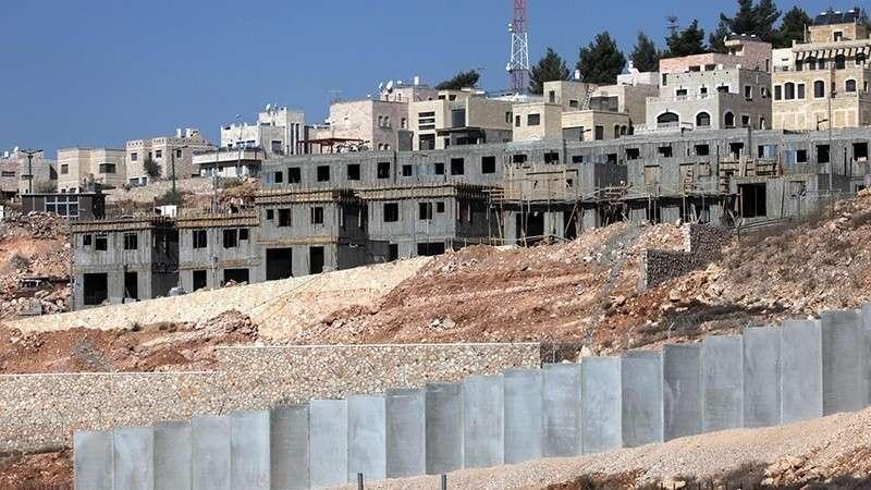 Израильские оккупанты незаконно строят сионистские кварталы, разрушая сотни палестинских домов