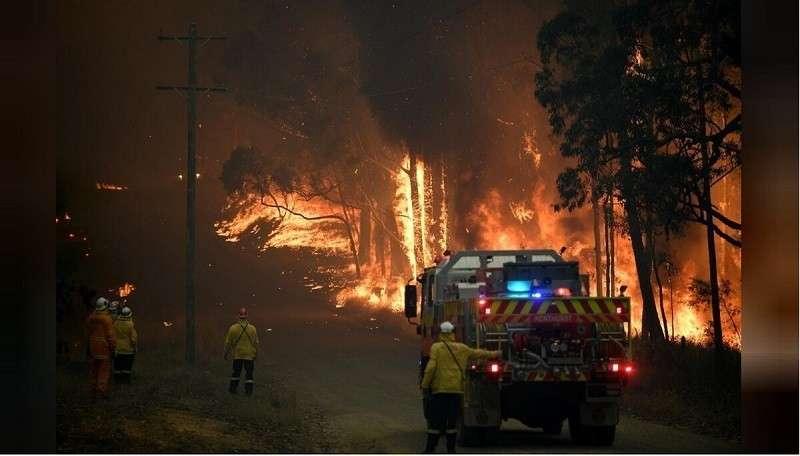 Жителей юго-востока Австралии срочно эвакуируют из-за пожаров