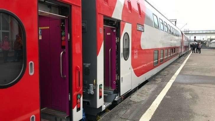 На линии Москва-Брянск пущены дневные экспрессы, составленные из новых двухэтажных вагонов