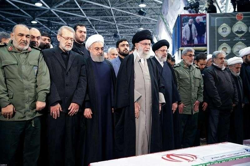 Лидер Ирана расплакался на похоронах Сулеймани