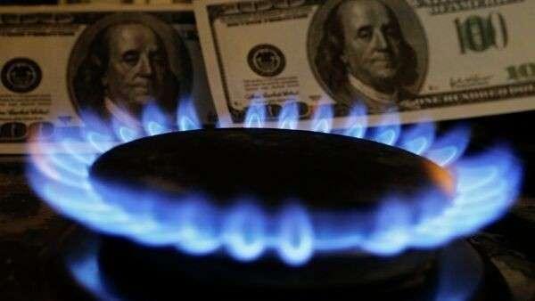 Доллары США и газовая горелка