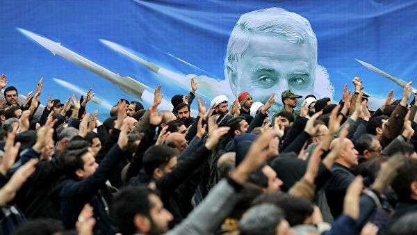 Участники антиамериканской демонстрации в Тегеране, Иран
