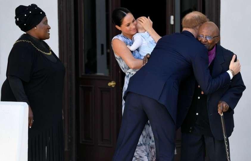 Принц Гарри и его негритянская жена сложили полномочия членов королевской семьи