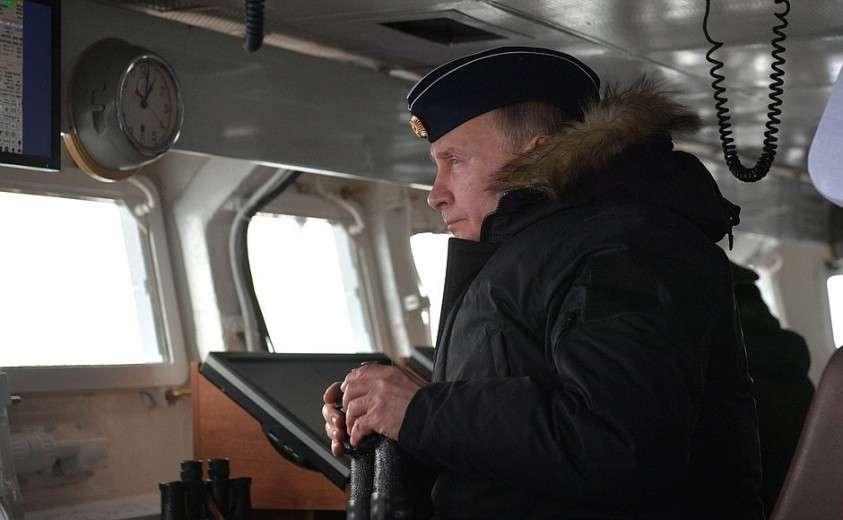 Владимир Путин следил за учениями Черноморского и Северного флотов с борта ракетного крейсера