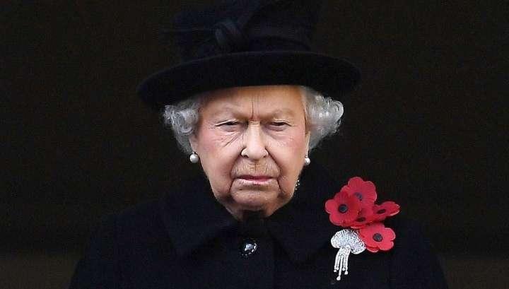 Елизавета II созывает семейное траурное совещание из-за предательства принца Гарри и его супруги