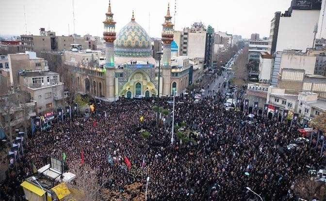 На фото: акция протеста в Тегеране