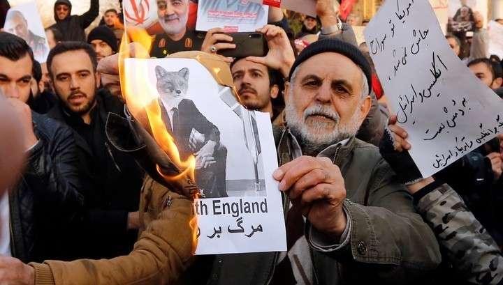 В Тегеране протестующие требуют выслать из Ирана британского посла
