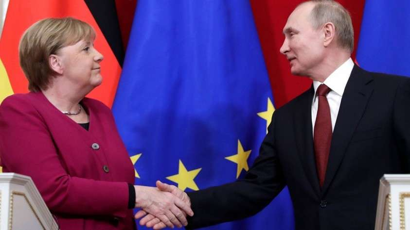 Меркель на выходе из Кремля неожиданно заговорила по-русски