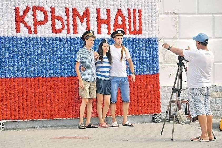 В 2014 году всем казалось, что Россия на волне эйфории от присоединения Крыма быстро сделает из него блистательную витрину. Но менталитет местных чиновников и обывателей тормозит процесс.