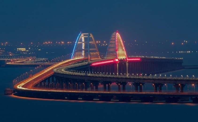 Знаменитый Крымский мост. Фото: Сергей Мальгавко/ТАСС