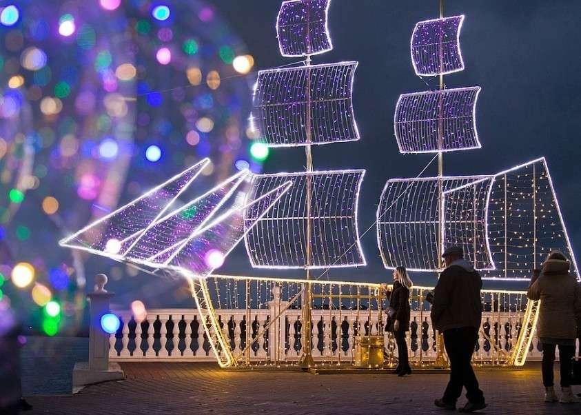 Предновогодний Севастополь. Фото: Сергей Мальгавко/ТАСС