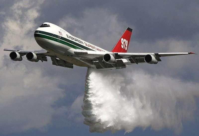 Аварийный самолёт сбросил топливо над Лос-Анджелесом. 60 человек пострадали