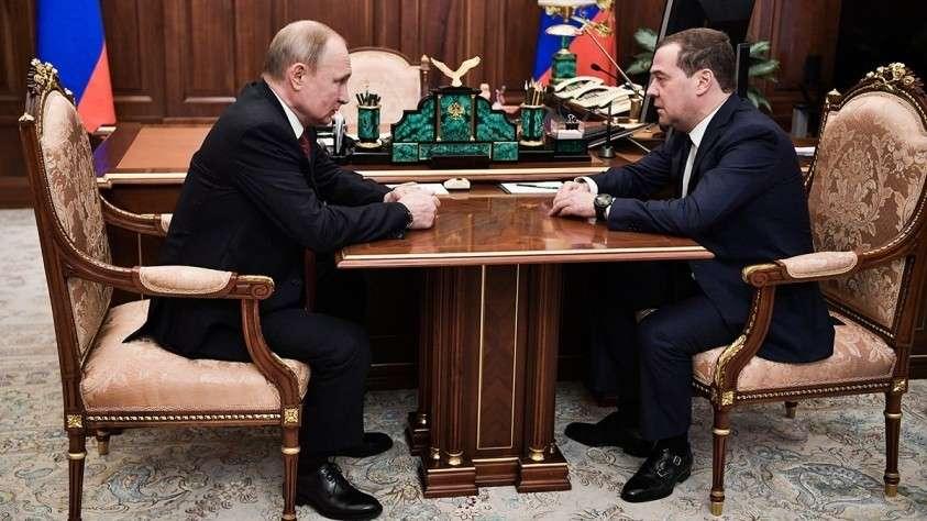 Владимир Путин обсудил с Дмитрием Медведевым выполнение тезисов Послания Федеральному Собранию