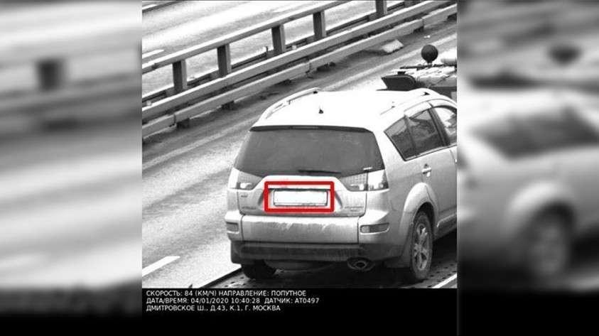 Жительница Москвы получила штраф за превышение скорости машины, которую вез эвакуатор