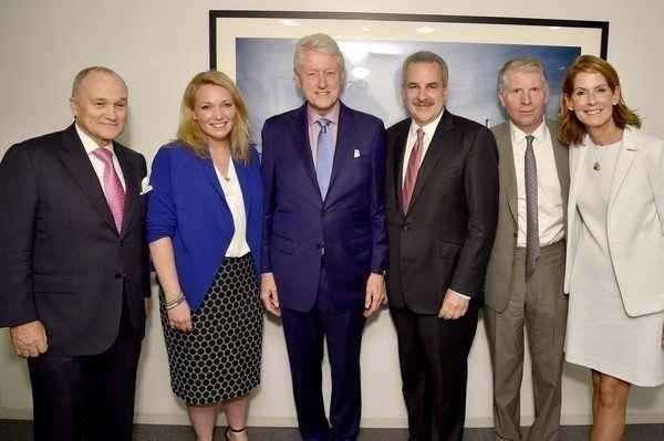 Коррупции в правительстве в США: кто и как убил педофила и сутенёра Джеффри Эпштейна