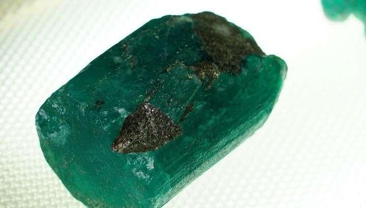 Редчайший изумруд весом в полкилограмма найден на Мариинском прииске на Урале