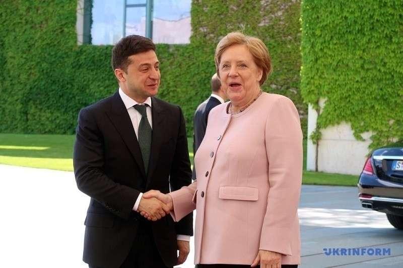 Меркель перевела незалежную Украину на ручное управление
