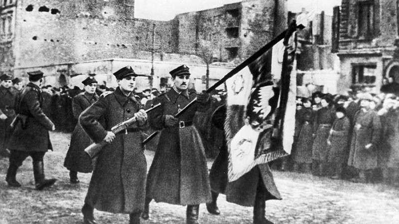Зачем Польша обвиняет освободителей в провале Варшавского восстания