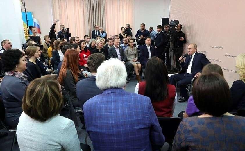 На встрече с представителями общественности по вопросам социальной поддержки граждан.
