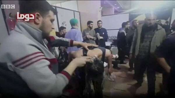 Стоп-кадр из видеорепортажа Белых касок о предполагаемой химической атаке в Думе, опубликованного BBC