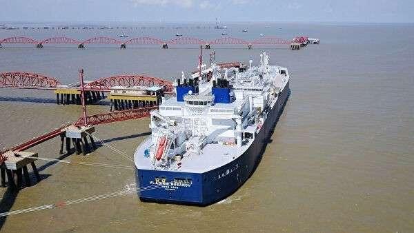 Танкер Владимир Русанов с партией СПГ в порту Тяньцзинь в Китае
