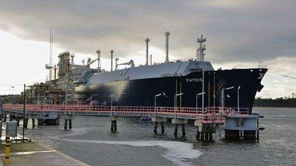 Американский танкер с сжиженным природным газом Patris в СПГ-терминале Свиноуйсьце в Польше