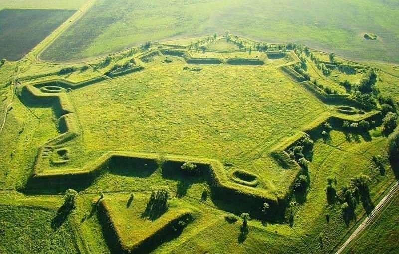 Земляная крепость в Ростовской области – одна из множества русских крепостей-звезд