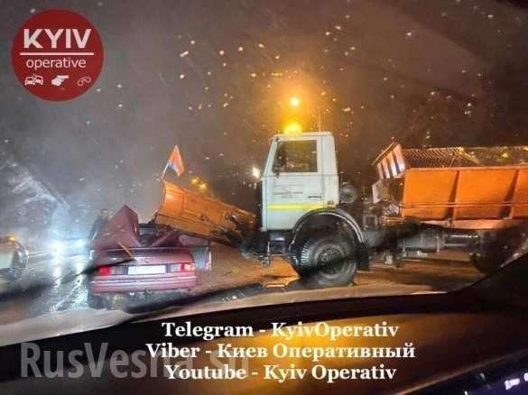 «Увидел снег и не смог удержаться»: в Киеве снегоуборочная машина снесла крышу легковушке (ФОТО, ВИДЕО) | Русская весна